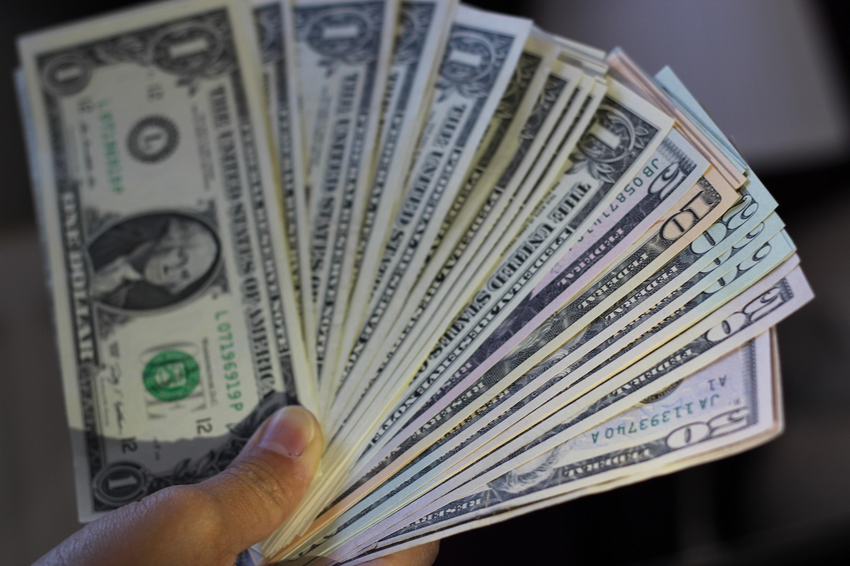 ドル札の束